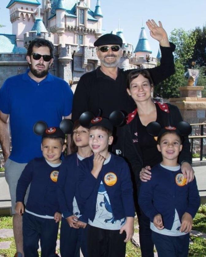 Bosé y sus hijos.