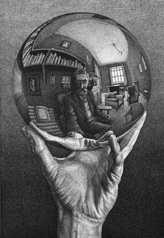 Mano con esfera reflejante.