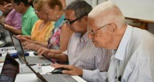 Adultos_mayores_brecha_digital