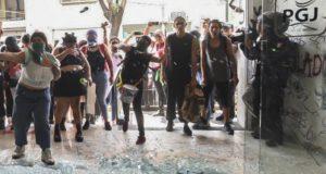 Protestas de mujeres contra policías acusados de violación
