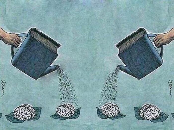 Regando libros.