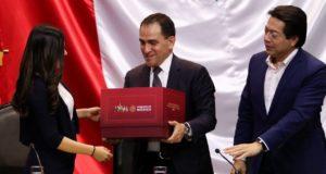 Arturo Herrera entrega Paquete Económico 2020