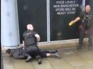 Hombre armado con cuchillo hiere a cinco personas en Manchester
