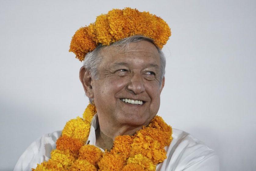 Andrés Manel López Obrador AMLO en gira con pueblos indígenas