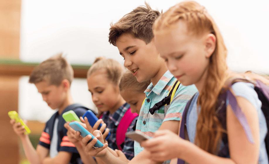 La edad ideal para darle a un niño un celular