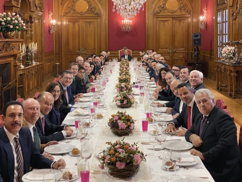 Presidente Andrés Manuel López Obrador come gobernadores