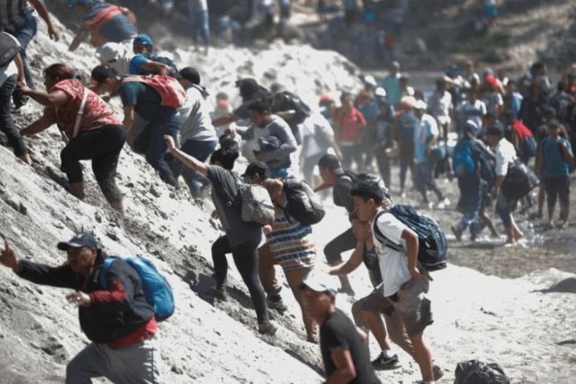 Enfrentamiento entre migrantes y la Guardia Nacional en Guatemala