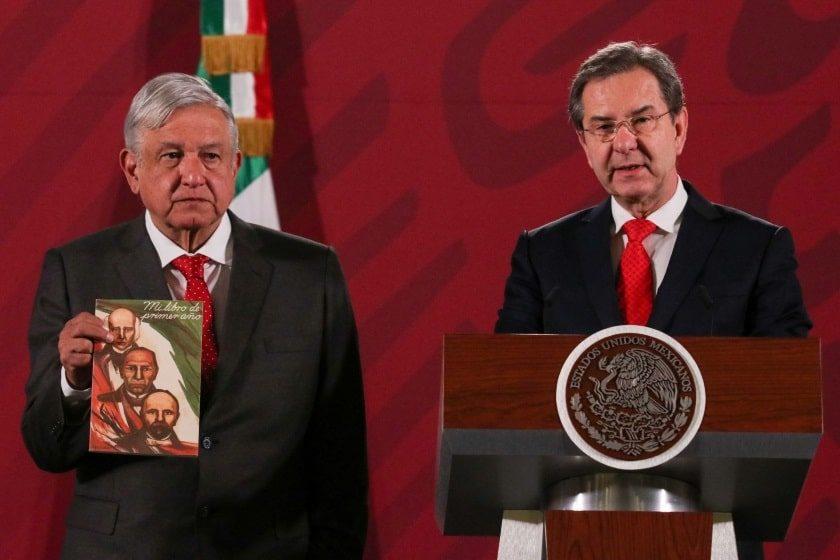 Esteban Moctezuma presenta libros de texto gratuitos de la 4T
