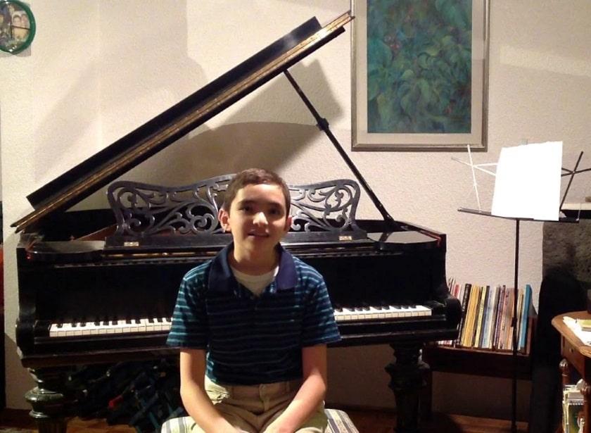 Niño compositor pianista Rodrigo Landa-Romero