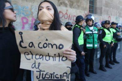 Protestas feministas contra feminicidios en Palacio Nacional