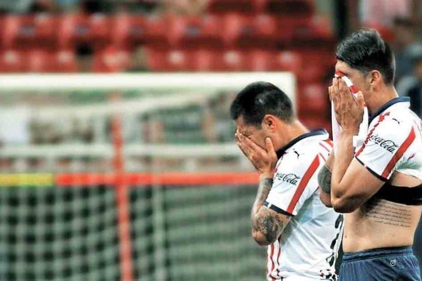 Jugadores de las Chivas fueron separados por dar positivo en influenza