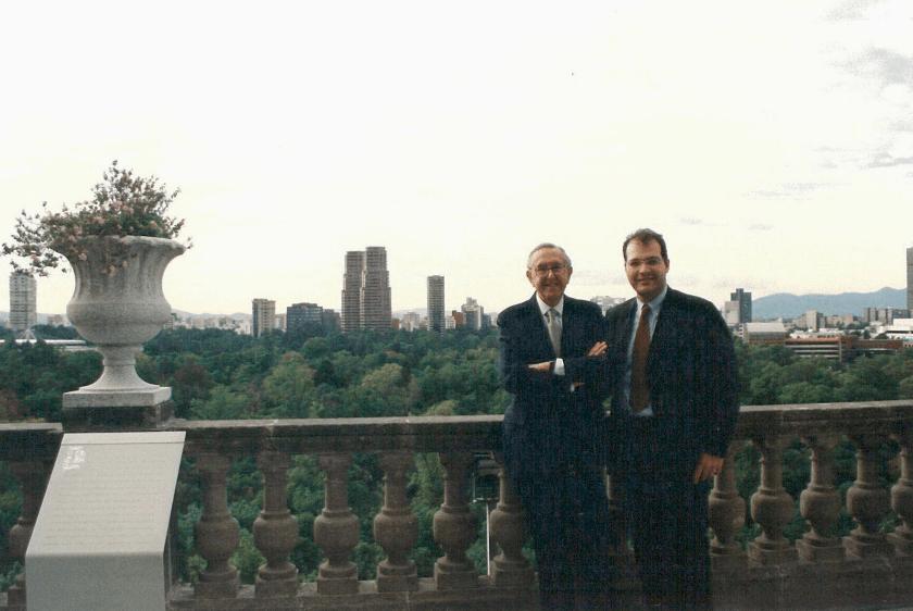 César Pelli y José Serur