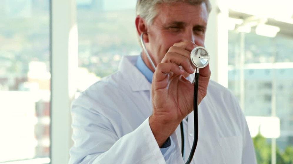 Convocatoria a personal médico mayor