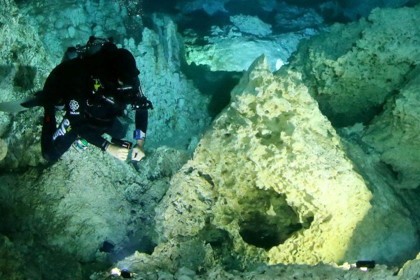 INAH descubre hogueras mayas en cenote de Quintana Roo