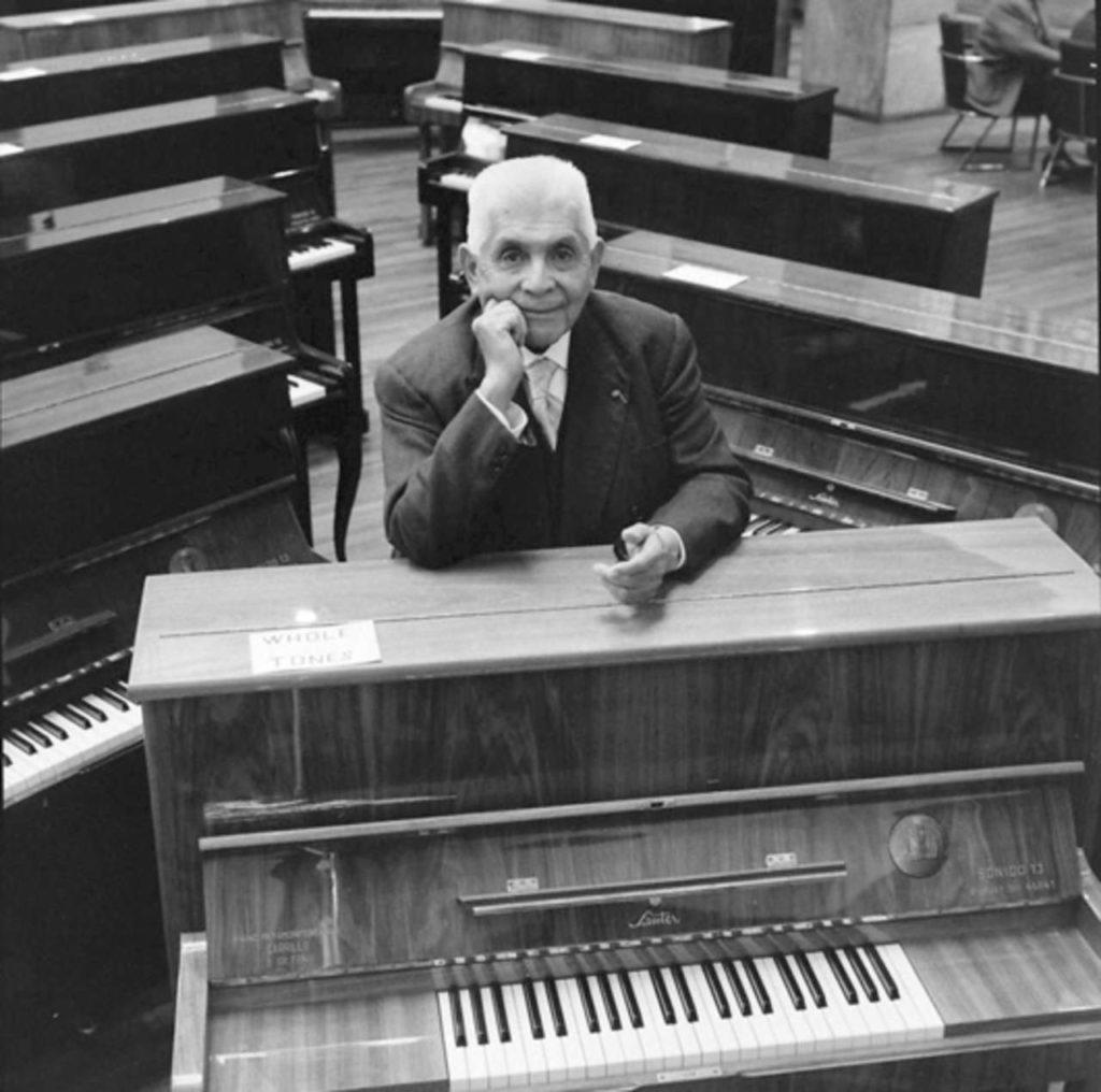Julian Carrillo, musico