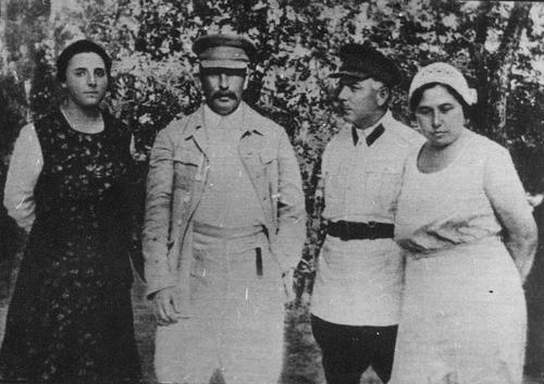 Nadezhda Alilúyeva (esposa de Stalin), Iósif Stalin, K. Voroshilov y su esposa Ekaterina Voroshilova