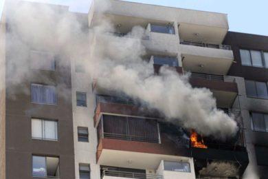 Video de exmarine atrapa a niño que cae de edificio durante incendio