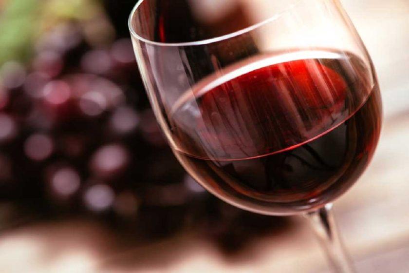vino tinto podría mitigar la gravedad del coronavirus