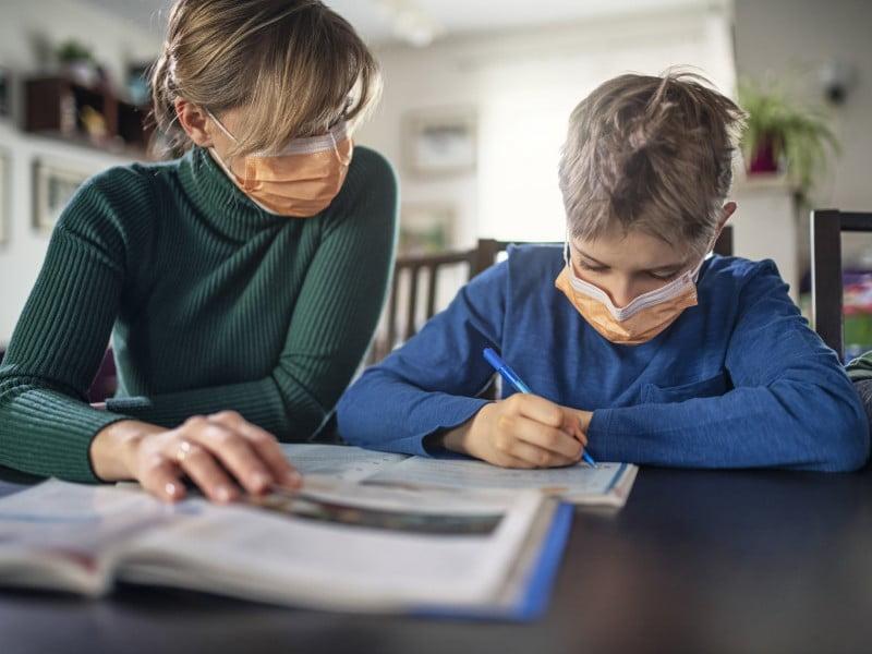 padres de familia en este regreso a clases virtual