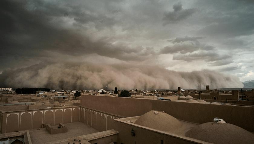 tormenta de arena en desierto