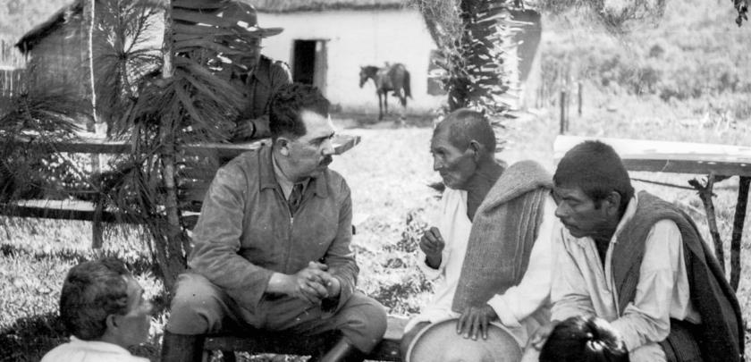 Lázaro Cárdenas con campesinos