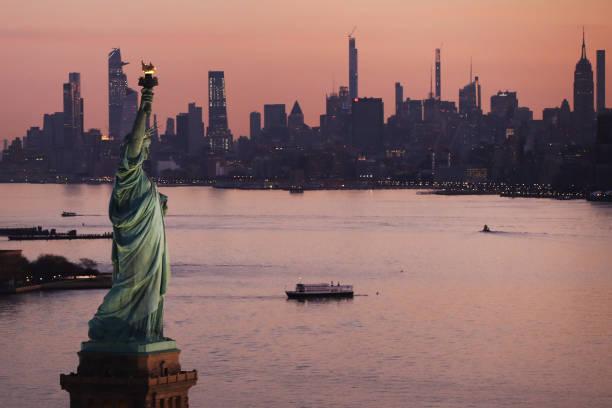 Nueva York cancela contratos con Trump