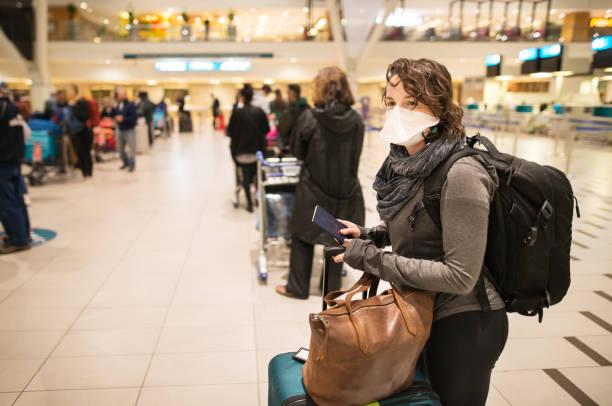 Clínica UNAM realiza pruebas de detección de COVID-19 a viajeros en Terminal 1
