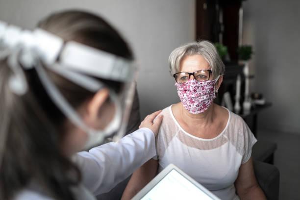 Se necesitarían cerca de 31 millones de dosis para que todos los adultos mayores queden inmunizados, pero por cómo se ha dado el proceso de vacunación en el país no da indicios que esta etapa se vaya a completar a tiempo.