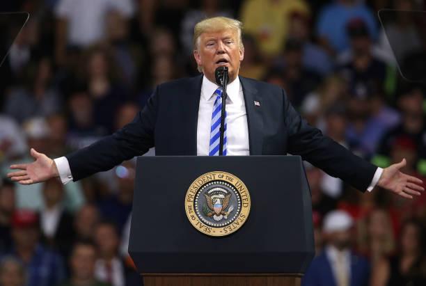 Trump demandado, los demócratas buscan una nueva forma de inhabilitarlo